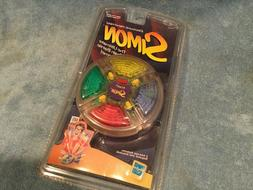 1999 Hasbro Simon Brain Battle Hand Held Game Brand New & Se